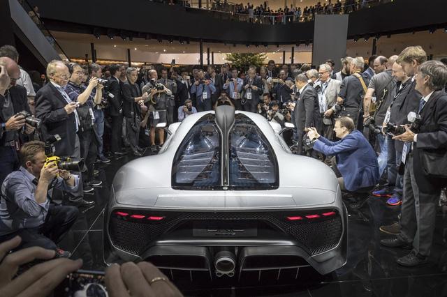 Tay đua Lewis Hamilton bỏ ra hơn 123 tỷ Đồng để mua 2 cực phẩm Mercedes-AMG Project One - Ảnh 5.