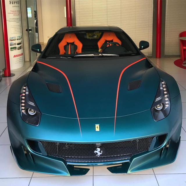 Làm quen với quái vật Ferrari F12tdf màu xanh lục nhám tuyệt đẹp - Ảnh 1.