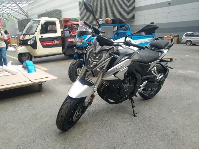 Loncin trình làng naked bike 500 phân khối mới với thiết kế giống Honda CB500F - Ảnh 1.