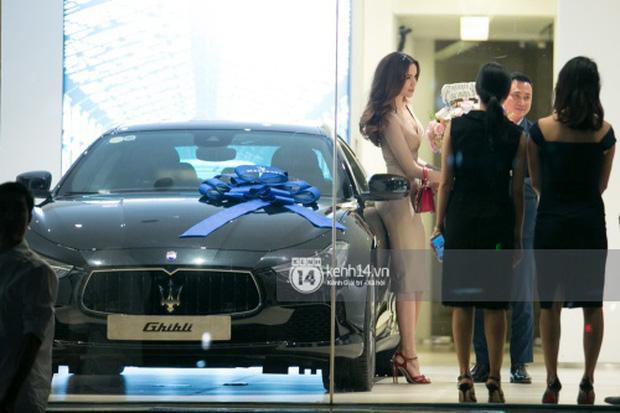 Hồ Ngọc Hà lái Maserati Ghibli S Q4 đi sinh nhật Đàm Vĩnh Hưng ngay sau khi nhận xe - Ảnh 1.