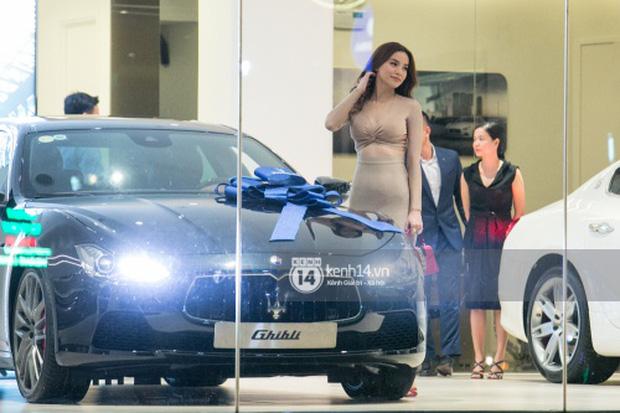 Hồ Ngọc Hà lái Maserati Ghibli S Q4 đi sinh nhật Đàm Vĩnh Hưng ngay sau khi nhận xe - Ảnh 2.