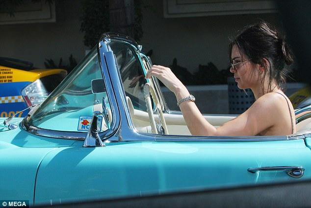 Từng được tặng Range Rover và Rolls-Royce nhưng em gái cô Kim siêu vòng ba lại gắn bó với chiếc Chevrolet cổ - Ảnh 2.