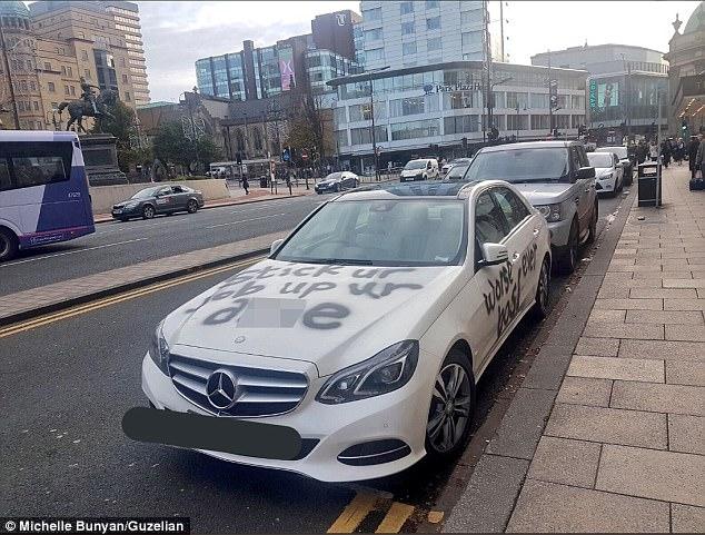 Nhân viên bất mãn viết bậy lên chiếc Mercedes-Benz E-Class của sếp cũ - Ảnh 1.