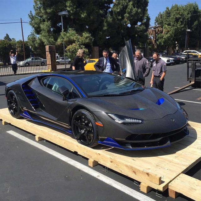 Siêu phẩm Lamborghini Centenario thứ 2 cập bến thị trường Mỹ - Ảnh 4.