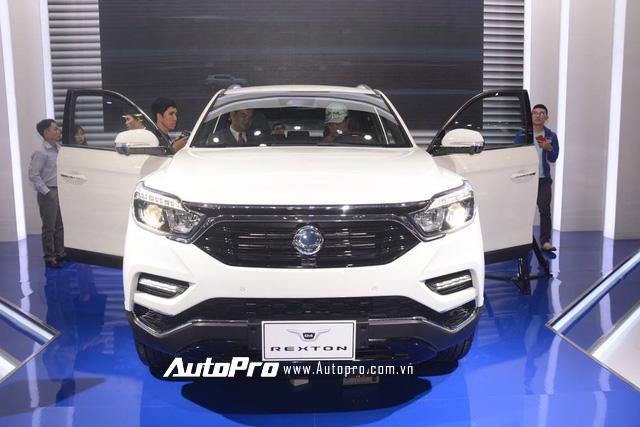 Trực tiếp: SsangYong gây chú ý với SUV cỡ trung G4 Rexton 2018 - đối thủ của Toyota Fortuner - Ảnh 1.