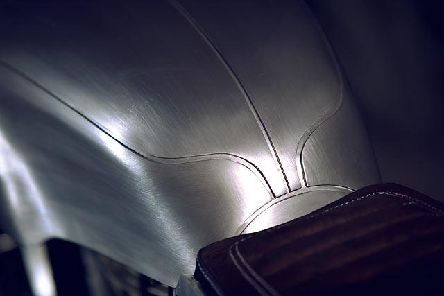 Royal Enfield Continental GT lột xác với bộ cánh nhôm xước ấn tượng - Ảnh 4.
