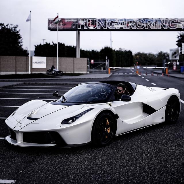 Xem tay lái thử chuyên nghiệp điều khiển Ferrari LaFerrari mui trần dễ như ăn kẹo - Ảnh 6.