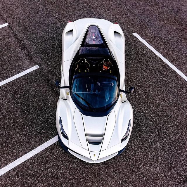 Xem tay lái thử chuyên nghiệp điều khiển Ferrari LaFerrari mui trần dễ như ăn kẹo - Ảnh 9.