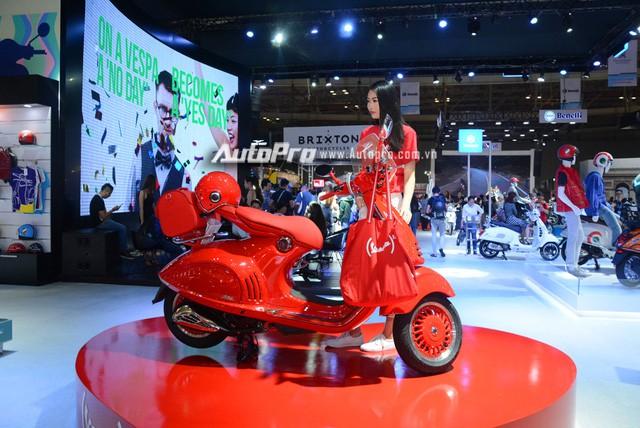 Siêu phẩm Vespa 946 màu đỏ rực có giá 405 triệu Đồng tại Việt Nam, đắt hơn cả Kia Morning - Ảnh 12.