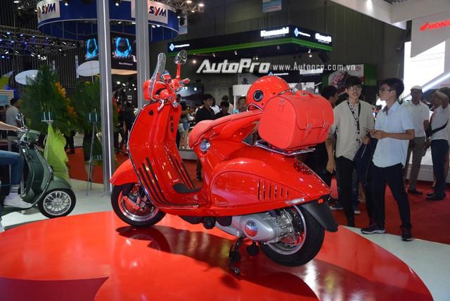 Siêu phẩm Vespa 946 màu đỏ rực có giá 405 triệu Đồng tại Việt Nam, đắt hơn cả Kia Morning - Ảnh 13.
