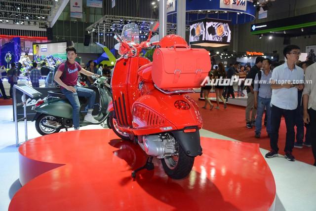 Siêu phẩm Vespa 946 màu đỏ rực có giá 405 triệu Đồng tại Việt Nam, đắt hơn cả Kia Morning - Ảnh 14.