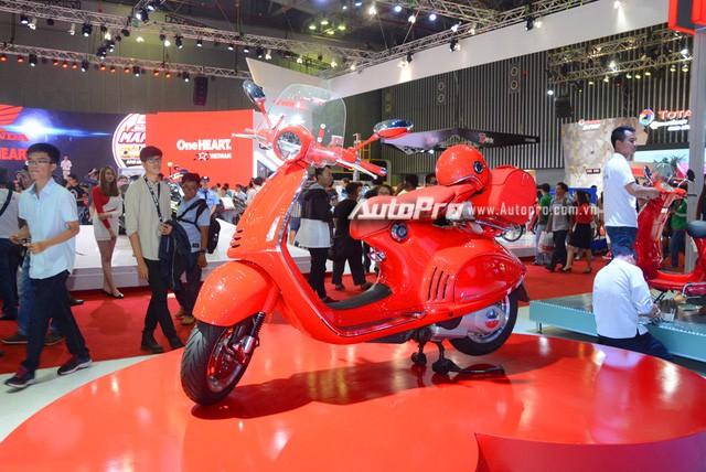 Siêu phẩm Vespa 946 màu đỏ rực có giá 405 triệu Đồng tại Việt Nam, đắt hơn cả Kia Morning - Ảnh 4.