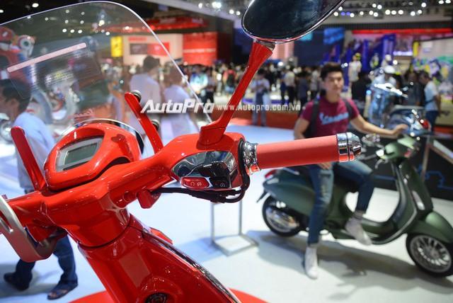 Siêu phẩm Vespa 946 màu đỏ rực có giá 405 triệu Đồng tại Việt Nam, đắt hơn cả Kia Morning - Ảnh 9.