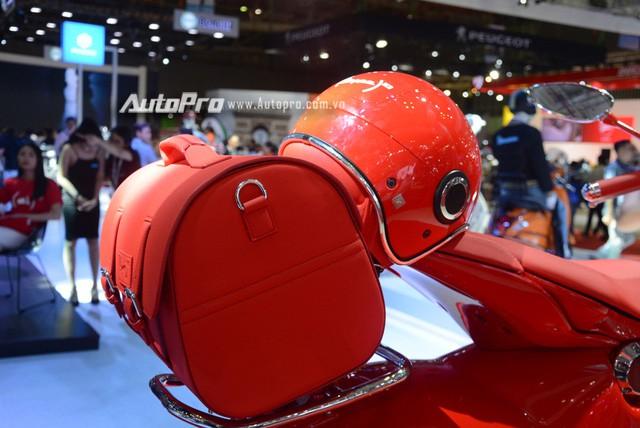 Siêu phẩm Vespa 946 màu đỏ rực có giá 405 triệu Đồng tại Việt Nam, đắt hơn cả Kia Morning - Ảnh 10.