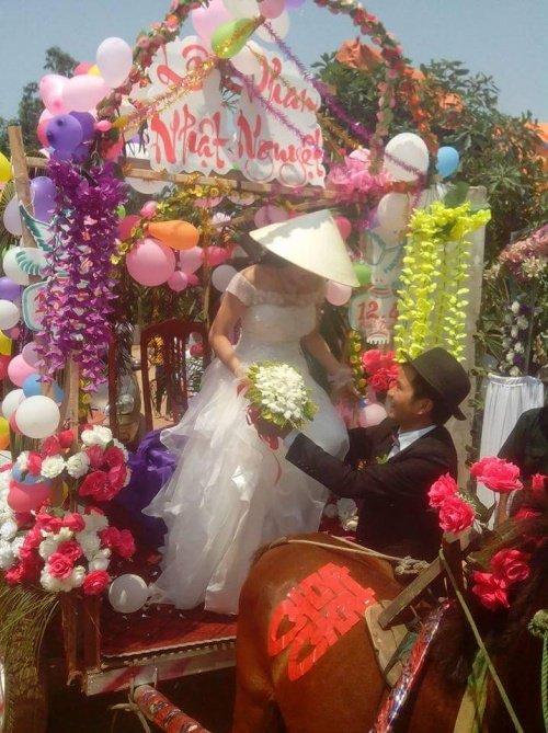 Choáng màn rước dâu bằng 15 chiếc xe cứu hộ ở Vĩnh Phúc - Ảnh 4.
