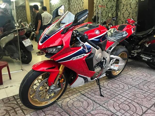 Biker Bình Phước tậu siêu mô tô hàng hiếm Honda CBR1000RR SP2 2017 đầu tiên Việt Nam - Ảnh 11.
