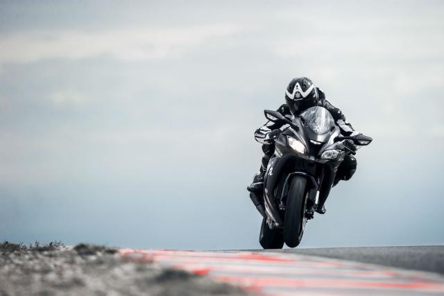 Siêu mô tô Kawasaki ZX-10RR 2018 chính thức trình làng - Ảnh 3.