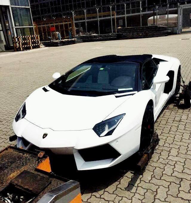 Rộ tin đồn siêu xe Lamborghini Aventador mui trần thứ 3 đã cập bến Việt Nam - Ảnh 1.