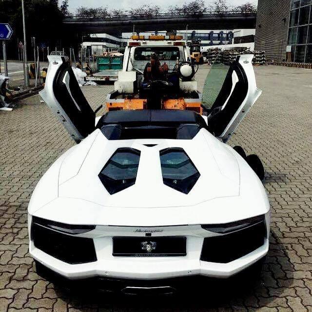 Rộ tin đồn siêu xe Lamborghini Aventador mui trần thứ 3 đã cập bến Việt Nam - Ảnh 3.