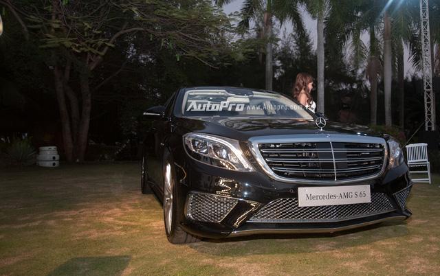 Hà Nội: Xót xa với Mercedes-Benz S65 AMG phủ bụi dày đặc trong hầm đỗ xe - Ảnh 3.
