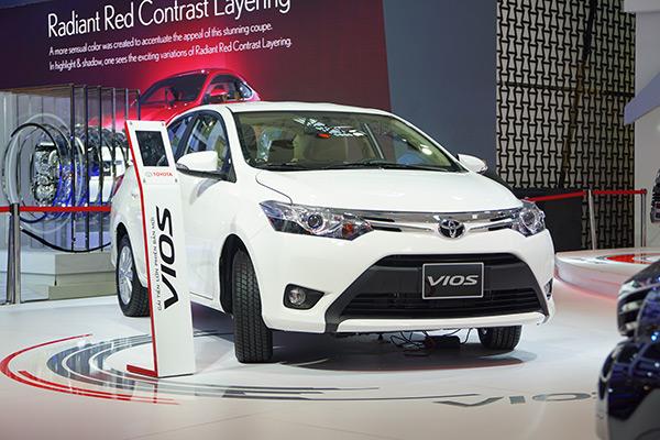 Thị trường ô tô Việt Nam bất ngờ giảm mạnh - Ảnh 1.