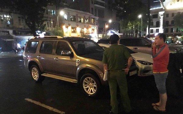Ông Đoàn Ngọc Hải xử 22 ô tô chiếm vỉa hè lúc nửa đêm - Ảnh 2.