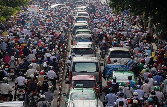Đề xuất làm tàu điện cứu sân bay Tân Sơn Nhất - Ảnh 1.