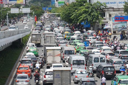 Đề xuất làm tàu điện cứu sân bay Tân Sơn Nhất - Ảnh 2.