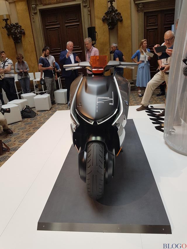 BMW Concept Link - Scooter nhưng tiện nghi như ô tô - Ảnh 12.