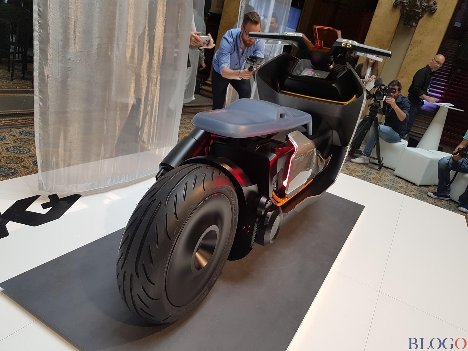 BMW Concept Link - Scooter nhưng tiện nghi như ô tô - Ảnh 11.