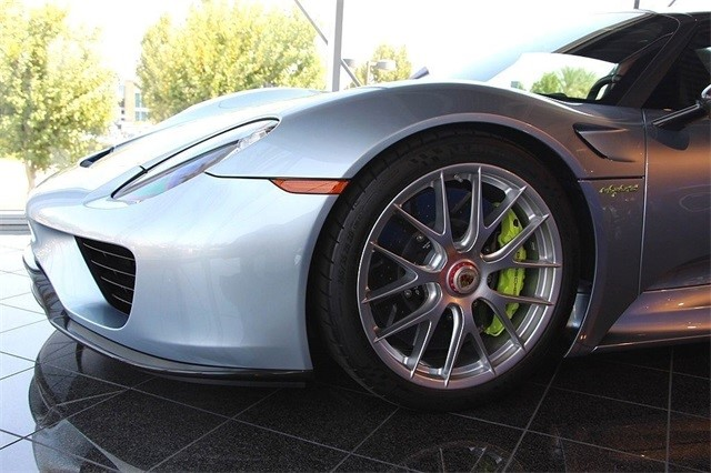 Vẻ đẹp siêu xe Porsche 918 Spyder với tùy chọn màu sơn đắt đỏ trị giá 1,45 tỷ Đồng - Ảnh 6.