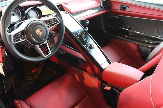 Vẻ đẹp siêu xe Porsche 918 Spyder với tùy chọn màu sơn đắt đỏ trị giá 1,45 tỷ Đồng - Ảnh 12.