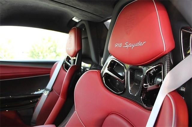Vẻ đẹp siêu xe Porsche 918 Spyder với tùy chọn màu sơn đắt đỏ trị giá 1,45 tỷ Đồng - Ảnh 10.