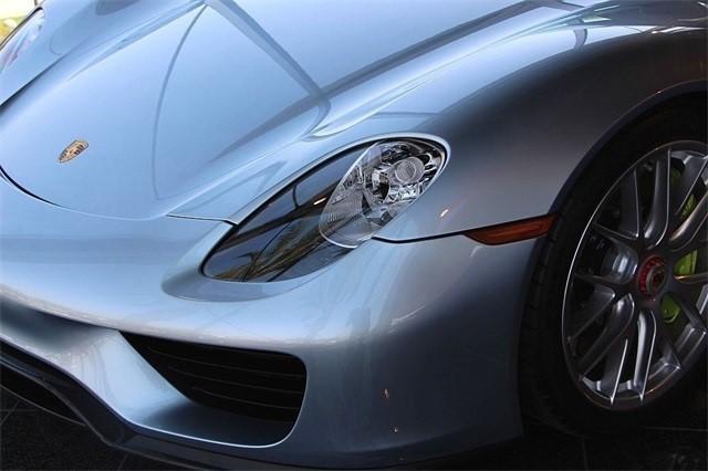 Vẻ đẹp siêu xe Porsche 918 Spyder với tùy chọn màu sơn đắt đỏ trị giá 1,45 tỷ Đồng - Ảnh 5.