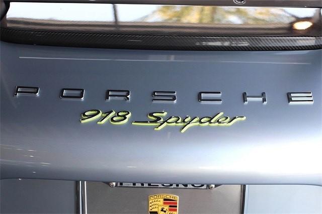 Vẻ đẹp siêu xe Porsche 918 Spyder với tùy chọn màu sơn đắt đỏ trị giá 1,45 tỷ Đồng - Ảnh 2.