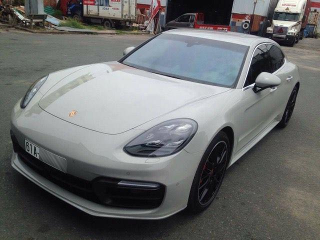 Porsche Panamera Turbo 2017 ra biển trắng đầu tiên tại Bình Dương, giá trị 15 tỷ Đồng - Ảnh 1.