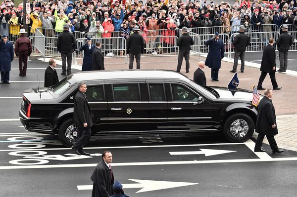 Limousine bọc thép chống đạn của Tổng thống Donald Trump tiếp tục lộ diện - Ảnh 1.