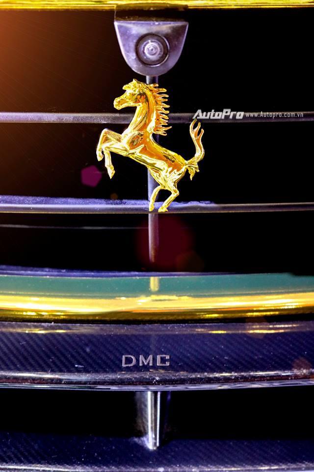 Ferrari F12 Berlinetta từng của Cường Đô-la được hóa thành ngựa vàng trưng bày tại VIMS 2017 - Ảnh 4.