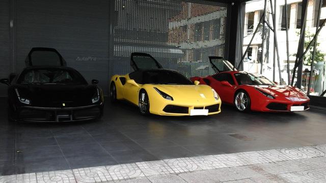 Siêu xe Ferrari 488 GTB bị bắt gặp đang trên đường vận chuyển ra Hà Nội cho ca sĩ Tuấn Hưng - Ảnh 4.