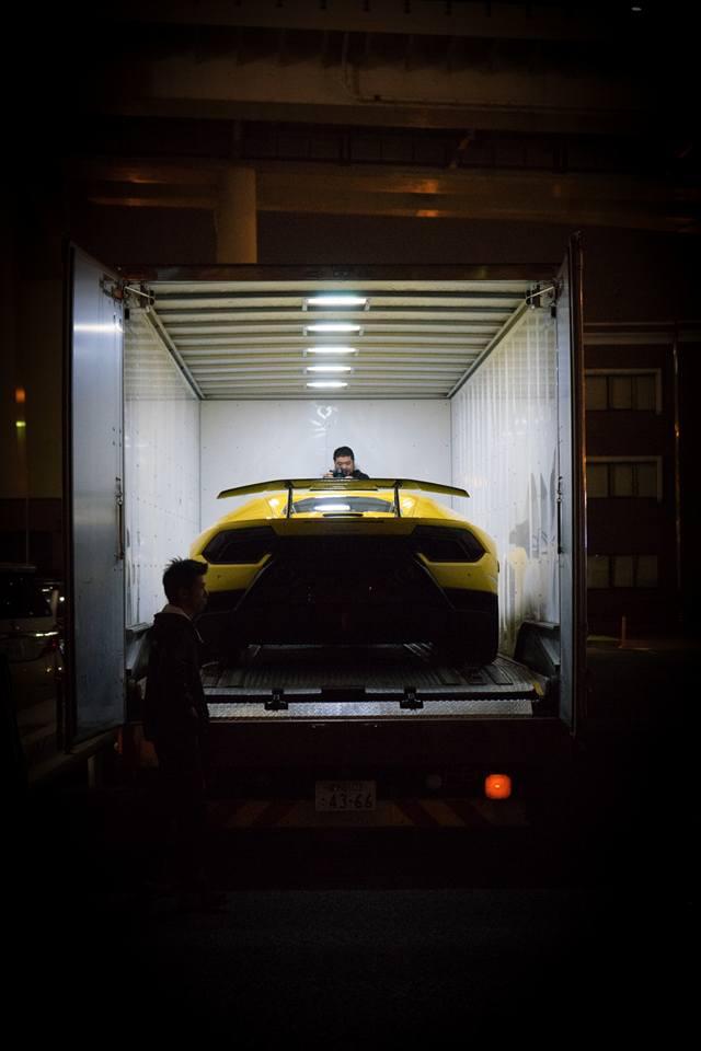 Lamborghini Huracan Performante cập bến đất nước hoa anh đào - Ảnh 4.