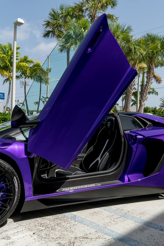 Vẻ đẹp siêu xe hàng hiếm Lamborghini Aventador SV Roadster màu tím - Ảnh 2.