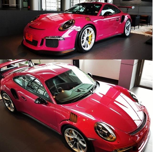 Siêu xe Porsche 911 GT3 RS trở nên nữ tính với bộ áo màu hồng - Ảnh 1.