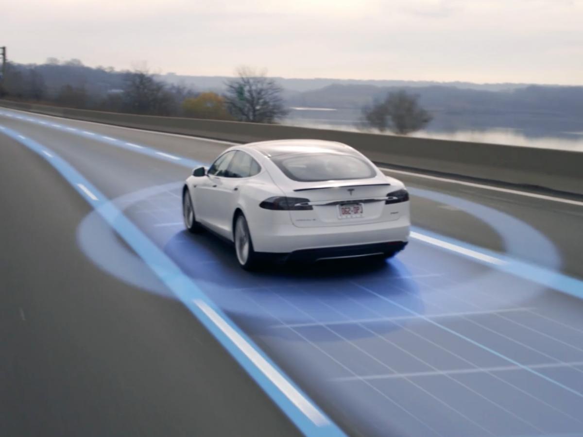 Xe không người lái của Tesla.