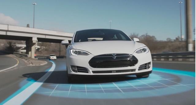 Tesla bị khách hàng chỉ trích vì tự ý cắt bớt tính năng trên xe cũ - Ảnh 1.