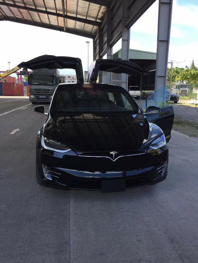 SUV điện Tesla Model X P100D đầu tiên xuất hiện tại Sài thành - Ảnh 7.