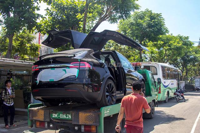 SUV điện Tesla Model X P100D độc nhất Việt Nam được cho đi đăng kiểm - Ảnh 4.