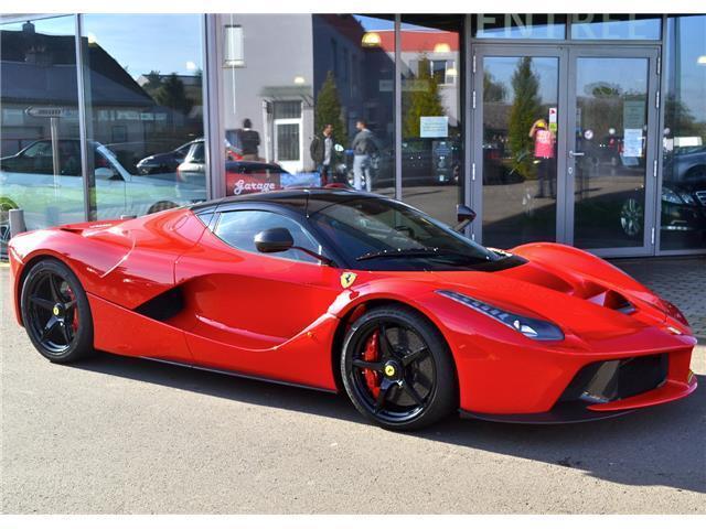 Đây là 2 chiếc Ferrari LaFerrari có giá điên rồ nhất thế giới, tổng giá trị gần 500 tỷ Đồng - Ảnh 1.