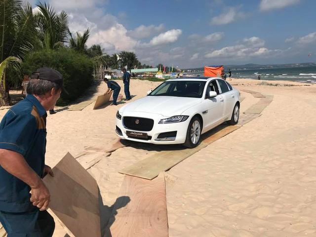 Xe sang Jaguar XF Minh Nhựa mua tặng vợ đã có biển số - Ảnh 3.