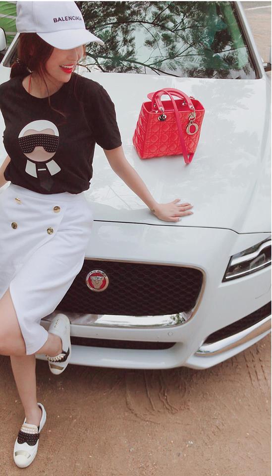Xe sang Jaguar XF Minh Nhựa mua tặng vợ đã có biển số - Ảnh 2.