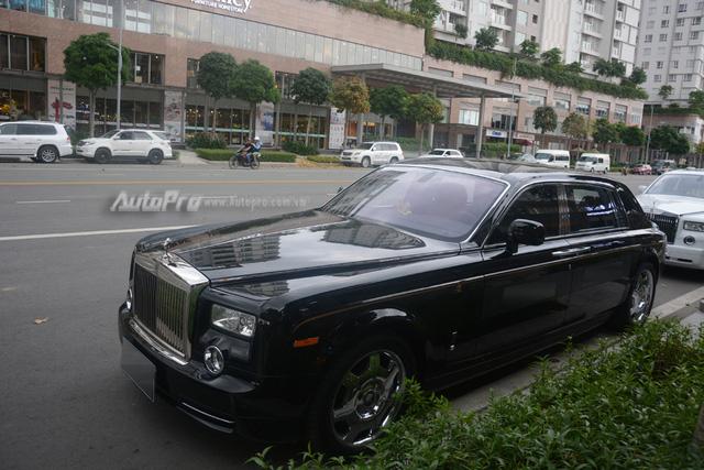 Hàng hiếm Rolls-Royce Phantom Rồng xuất hiện trong buổi khai trương một cửa hàng tại quận 2 - Ảnh 3.